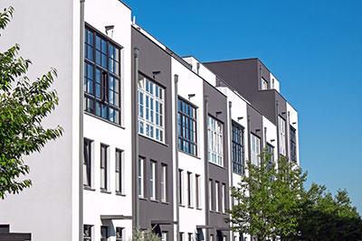Häuserblock weiß grau